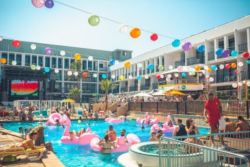 Welcome to the Colada Club pool party at Ibiza Rocks!