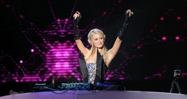 Paris Hilton Diamonds & Foam party vs La Troya